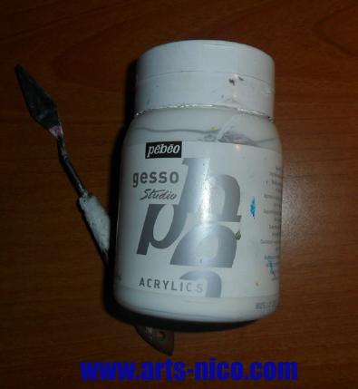 Préparation d'une surface au gesso avant de peindre à l'aérographe