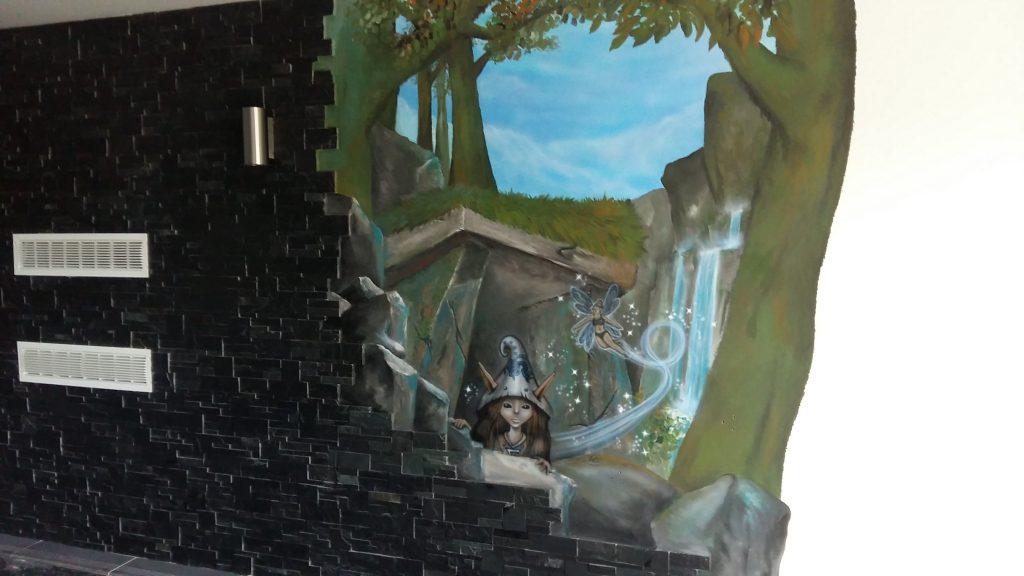 Décoration murale d'une piscine à l'aérographe